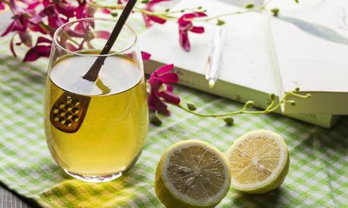 四季优美随便果:在一天当中什么时候喝蜂蜜水最好?